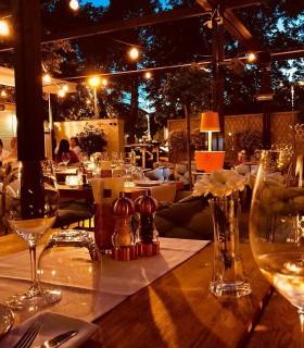 Cină romantică gourmet într-un restaurant de excepție