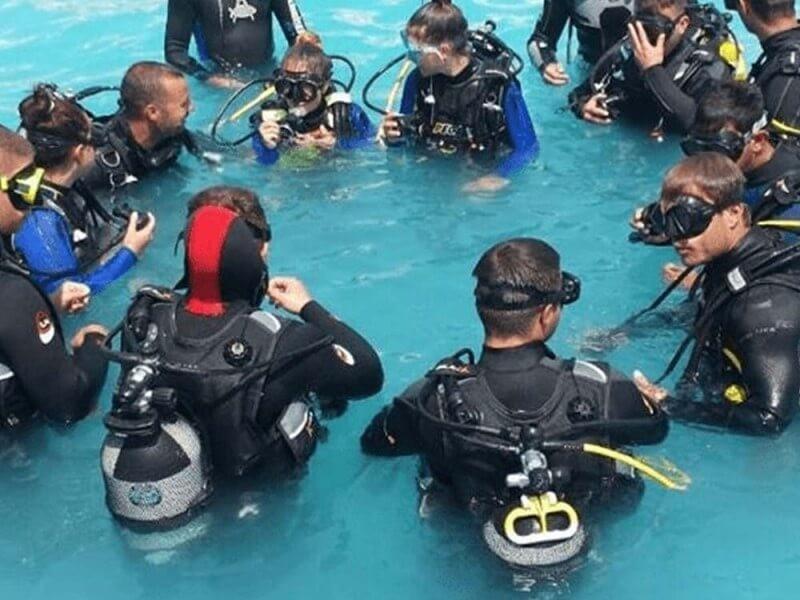 Site- ul de scufundari intre scafandru Caut o so? ie de Tizi Ouzou pentru casatorie