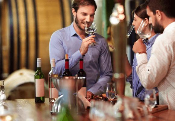 Istoria vinului si de ce este numita licoarea zeilor